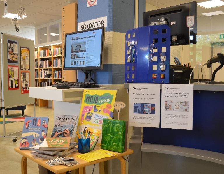 Utställning om Miljövänliga veckan på Perstorps bibliotek.